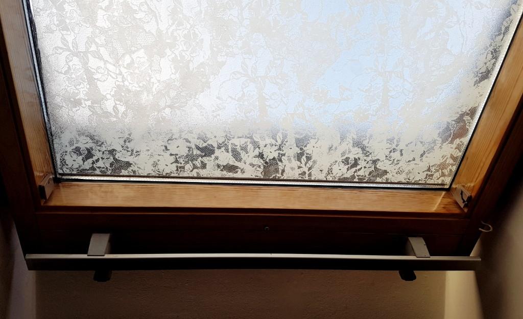 okno dachowe i folia